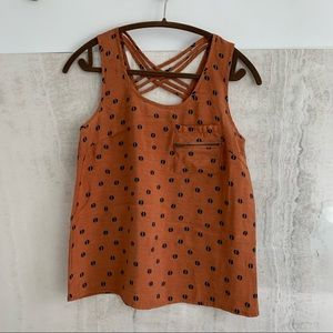 edge printed tank top with pocket